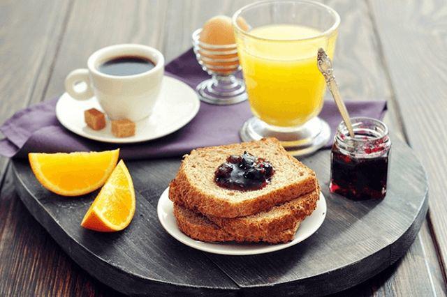 Bữa sáng dù ăn đổ bổ tới mấy nhưng thiếu 2 loại thực phẩm này bữa sáng thành vô ích - Ảnh 1