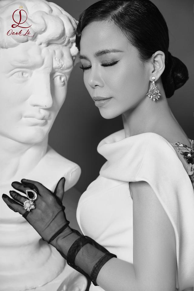 Hoa hậu Oanh Lê tung bộ ảnh đẹp từng centimet nhưng đôi mắt mới là điểm nhấn ấn tượng - Ảnh 7