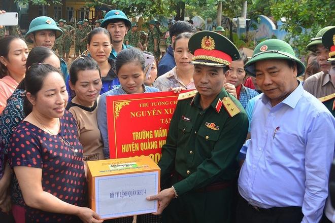 Nóng: Chính phủ hỗ trợ khẩn cấp 500 tỷ đồng cho đồng bào lũ lụt miền Trung - Ảnh 1