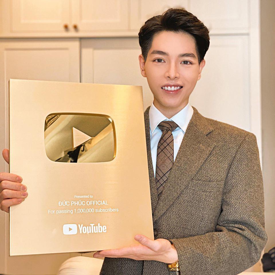 Muôn kiểu ca sĩ Việt khoe nút vàng Youtube: Người trang trọng háo hức, kẻ hờ hững bẽ bàng - Ảnh 6