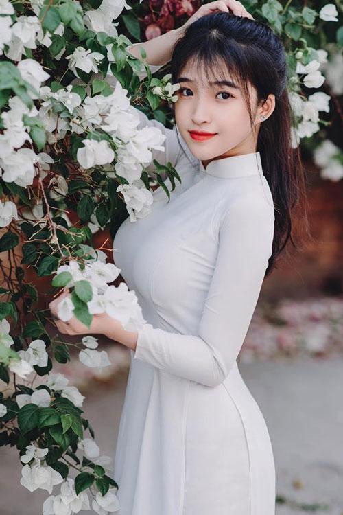 Chiêm ngưỡng nhan sắc tựa 'nữ thần' của hot girl Việt được báo Trung Quốc hết lời ca ngợi - Ảnh 2
