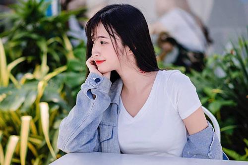 Chiêm ngưỡng nhan sắc tựa 'nữ thần' của hot girl Việt được báo Trung Quốc hết lời ca ngợi - Ảnh 4