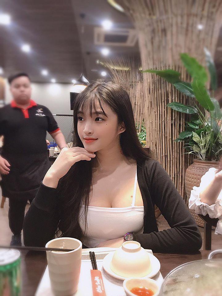 Chiêm ngưỡng nhan sắc tựa 'nữ thần' của hot girl Việt được báo Trung Quốc hết lời ca ngợi - Ảnh 7