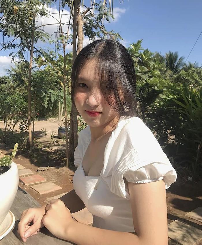 Dàn hot girl Việt 2K4 'làm loạn' Tik Tok bằng loạt tài khoản triệu follow - Ảnh 11