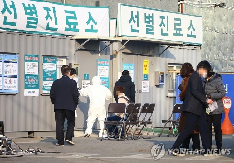 Hàn Quốc: 11 người chết, số ca nhiễm tăng lên gần 1.000 - Ảnh 1