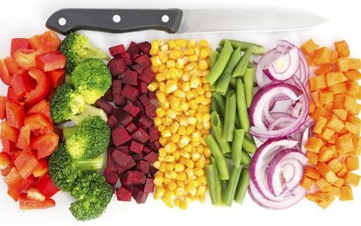 Cách nấu nước dùng từ các loại rau củ cho bé ăn dặm từ 6 tháng tuổi - Ảnh 1