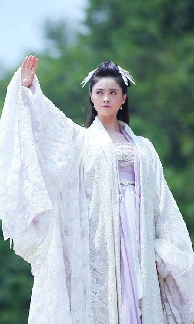 Top mỹ nhân Hoa ngữ mặc trang phục cổ trang đẹp nhất: Dương Mịch xuất thần nhưng vẫn ngậm ngùi đứng sau mỹ nhân này - Ảnh 3