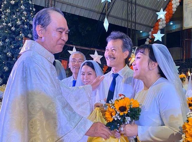 Lễ cưới của danh ca Hương Lan tại nhà thờ - Ảnh 1