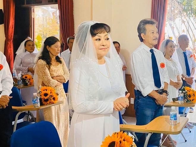 Lễ cưới của danh ca Hương Lan tại nhà thờ - Ảnh 3
