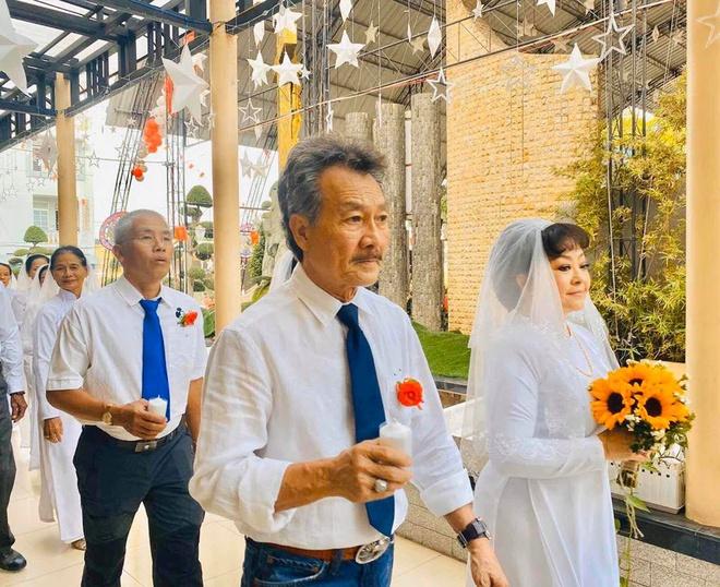 Lễ cưới của danh ca Hương Lan tại nhà thờ - Ảnh 4