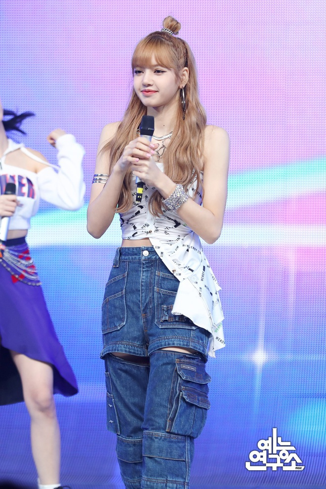 Lisa - từ con ghẻ YG, cởi tất cho Jennie đến nổi tiếng nhất Black Pink - Ảnh 1