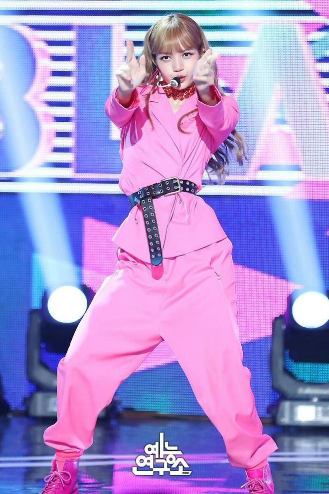 Lisa - từ con ghẻ YG, cởi tất cho Jennie đến nổi tiếng nhất Black Pink - Ảnh 3
