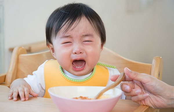 Thói quen phổ biến của cha mẹ làm con thường xuyên ốm và quấy khóc - Ảnh 1