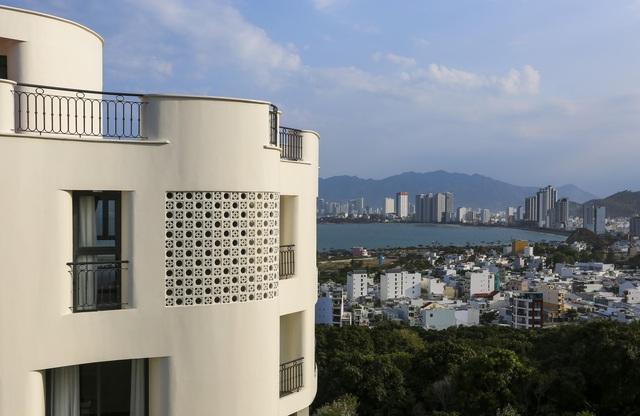 """Gia đình ở Nha Trang xây biệt thự """"lưng tựa núi, mặt hướng biển"""" tuyệt đẹp - Ảnh 4"""