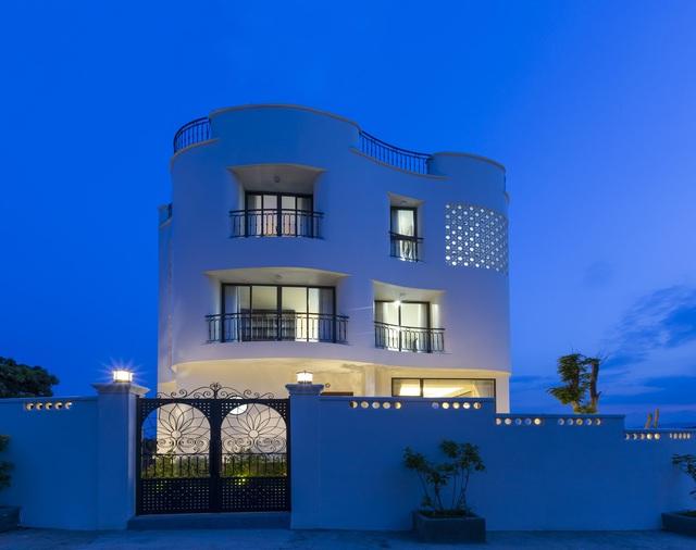 """Gia đình ở Nha Trang xây biệt thự """"lưng tựa núi, mặt hướng biển"""" tuyệt đẹp - Ảnh 8"""