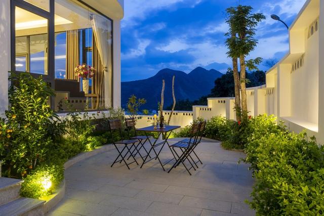 """Gia đình ở Nha Trang xây biệt thự """"lưng tựa núi, mặt hướng biển"""" tuyệt đẹp - Ảnh 10"""