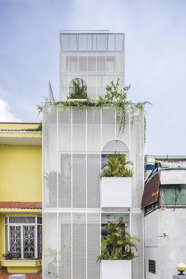 """Nhà ống Sài Gòn có chiều cao """"lênh khênh"""" với mặt tiền đặc rỗng lạ lùng - Ảnh 5"""