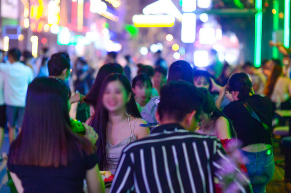 TP.HCM: Vì sao vũ trường, bar, karaoke, gym... chưa được mở lại? - Ảnh 1