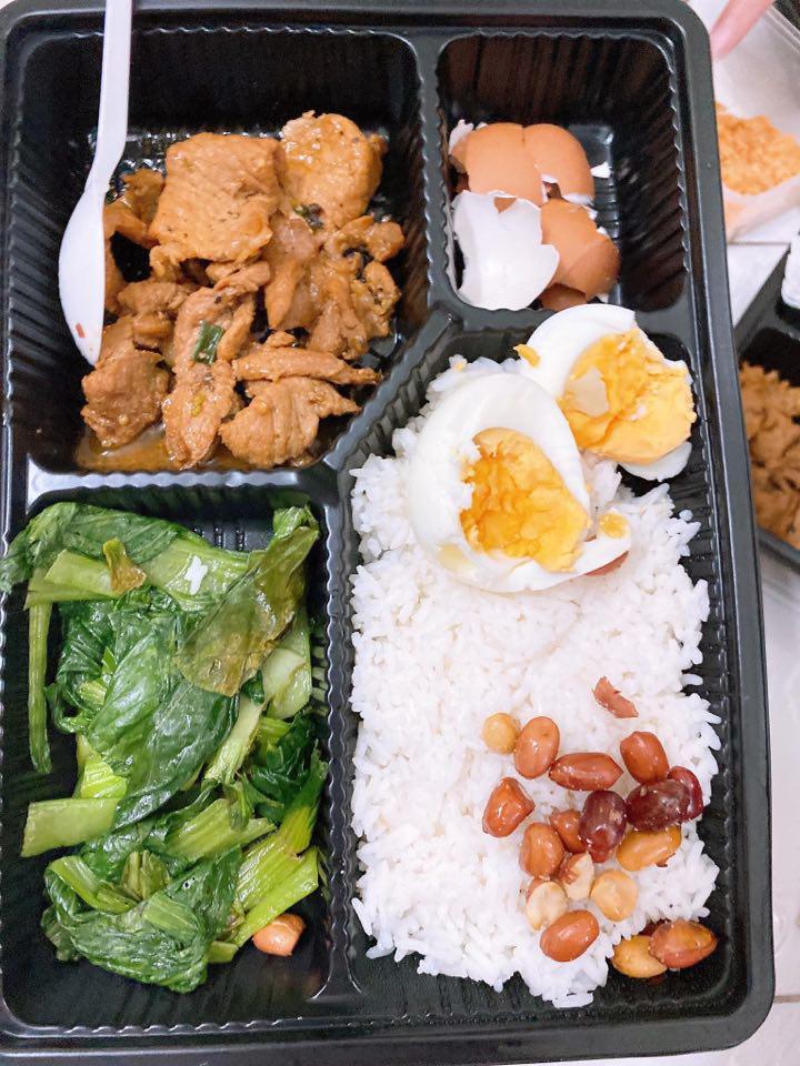 8X từ Nhật về Việt Nam: Suất cơm cách ly mà ngon chưa từng thấy tại KTX ĐHQG TP.HCM - Ảnh 2