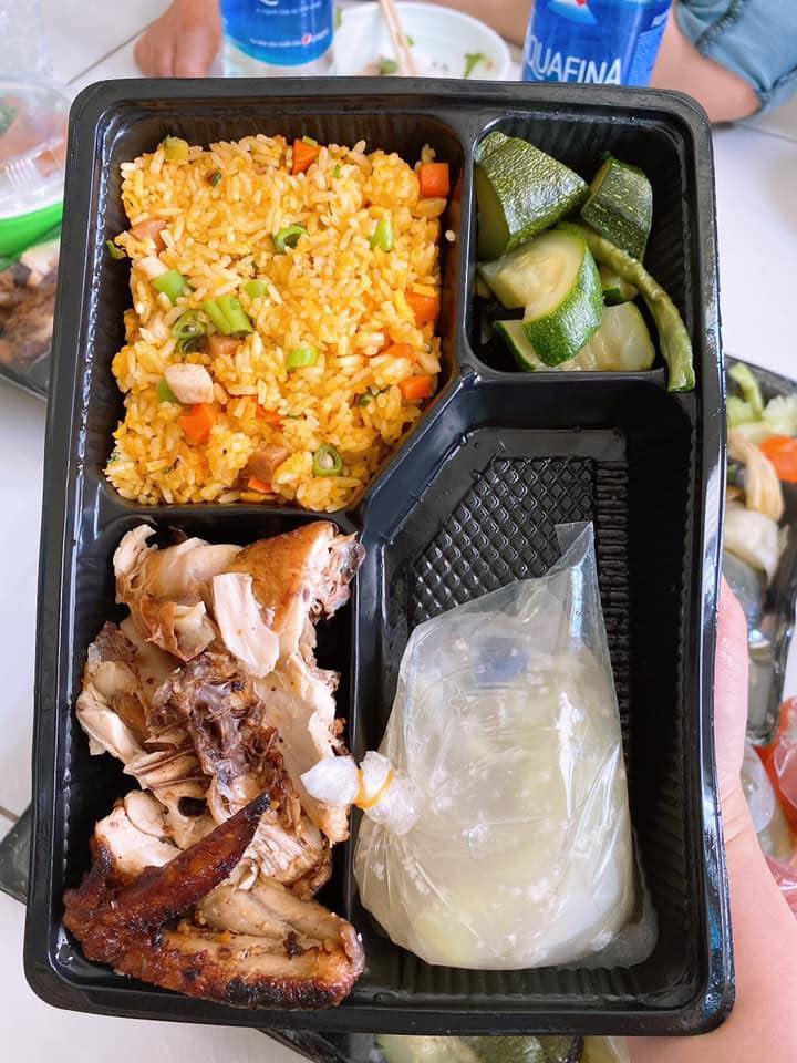 8X từ Nhật về Việt Nam: Suất cơm cách ly mà ngon chưa từng thấy tại KTX ĐHQG TP.HCM - Ảnh 6
