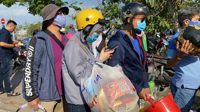 TPHCM sẽ xử phạt người không đeo khẩu trang nơi công cộng - Ảnh 1