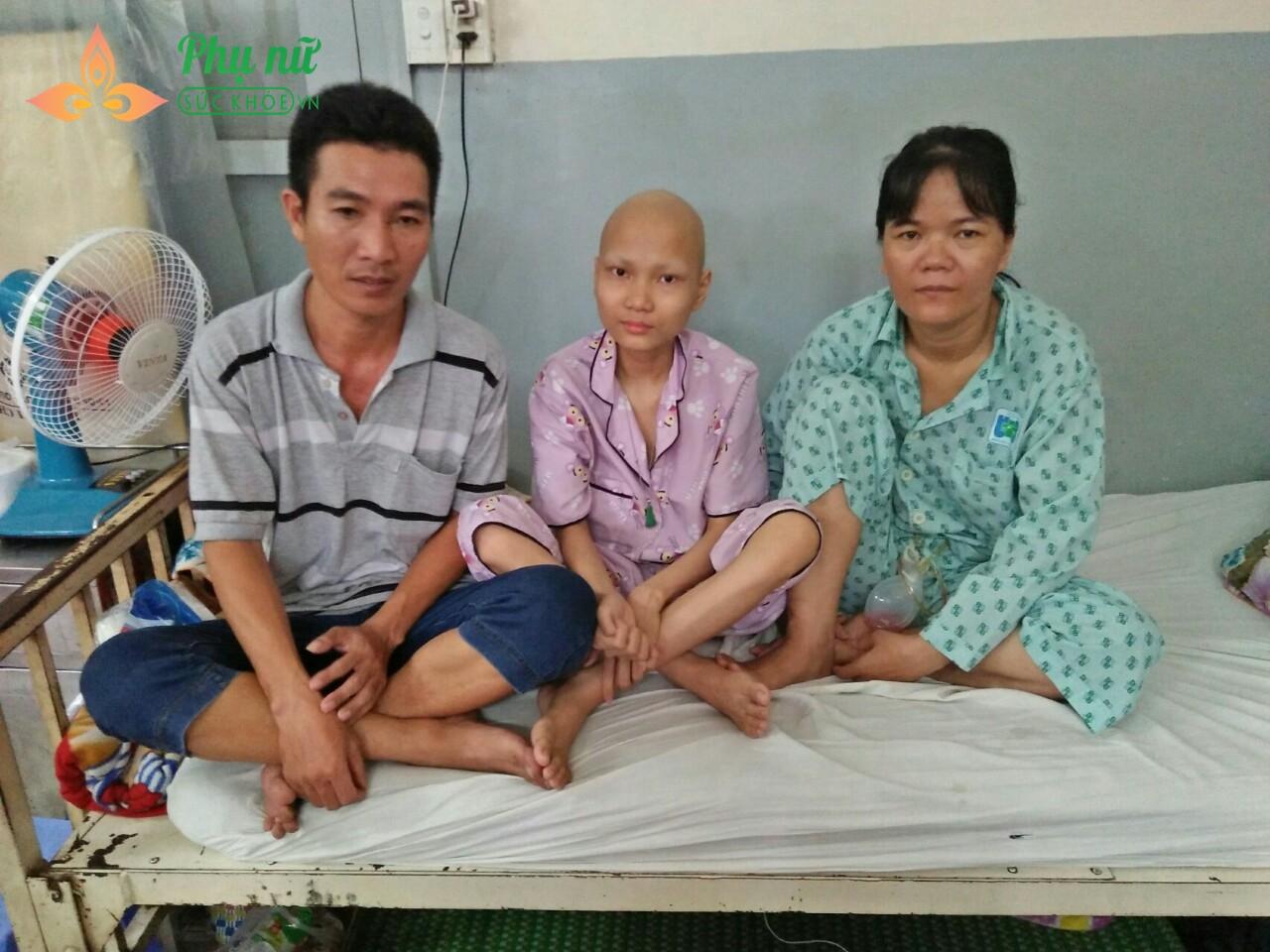 Cha bị giãn thận, mẹ ung thư vú, con bị ung thư thận, cả nhà đắng cay nuôi nhau trong bệnh viện