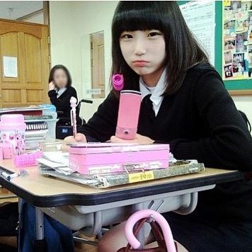 Nhan sắc mờ nhạt của hot girl đình đám xứ Hàn trước khi dao kéo - Ảnh 3