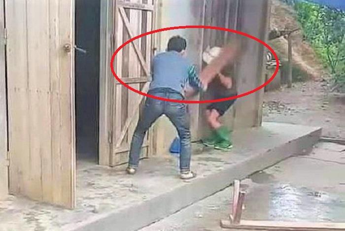 Nghịch tử dùng ghế đánh mẹ già: Xử lý cả người đánh lẫn người quay clip - Ảnh 1