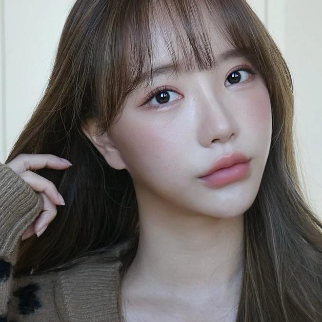 Nhan sắc mờ nhạt của hot girl đình đám xứ Hàn trước khi dao kéo - Ảnh 5