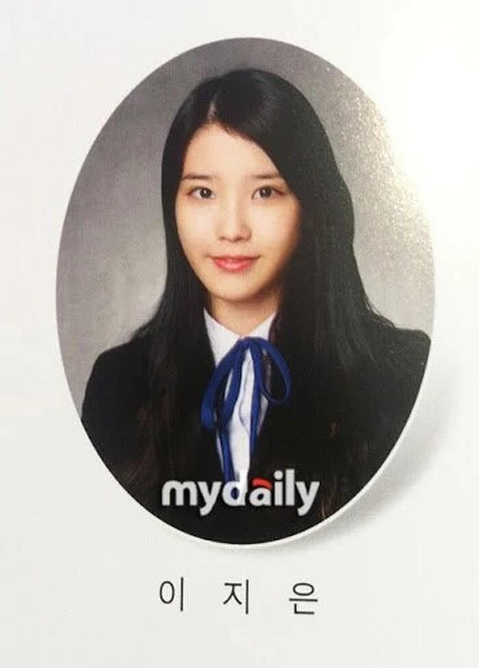 Nhan sắc tự nhiên 'không dao kéo' qua loạt ảnh tốt nghiệp của các nữ thần K-Pop - Ảnh 11