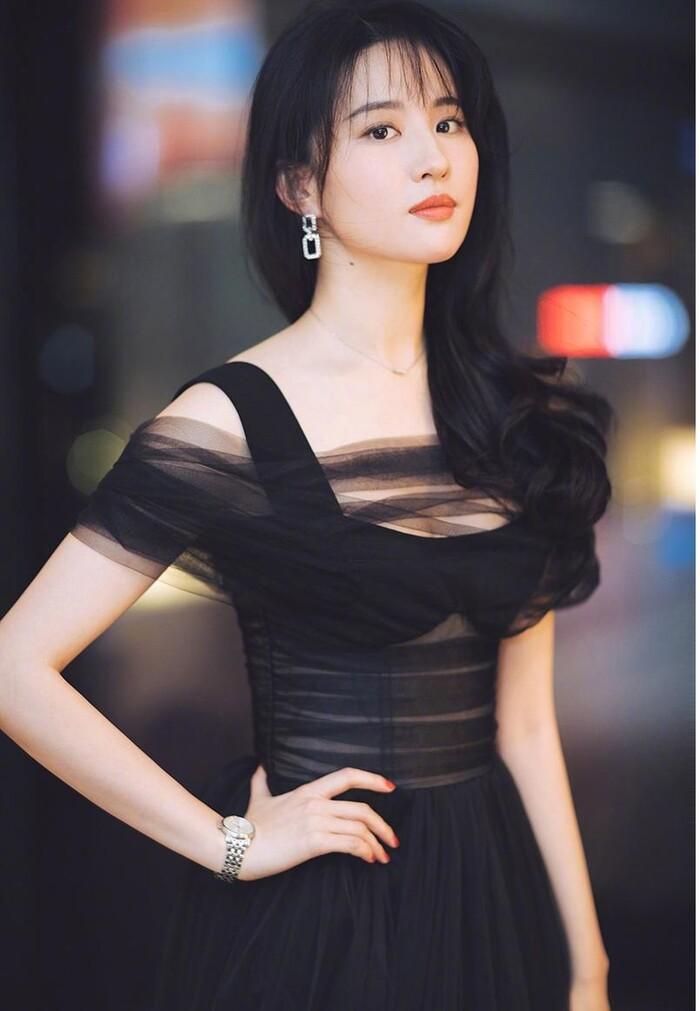 Ba nữ nghệ sĩ trẻ nổi tiếng nhất của trường Bắc Ảnh: Lưu Diệc Phi nổi tiếng khi còn trẻ, Trịnh Sảng trở thành 'Nữ hoàng top tìm kiếm' - Ảnh 1
