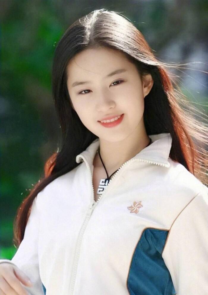 Ba nữ nghệ sĩ trẻ nổi tiếng nhất của trường Bắc Ảnh: Lưu Diệc Phi nổi tiếng khi còn trẻ, Trịnh Sảng trở thành 'Nữ hoàng top tìm kiếm' - Ảnh 2
