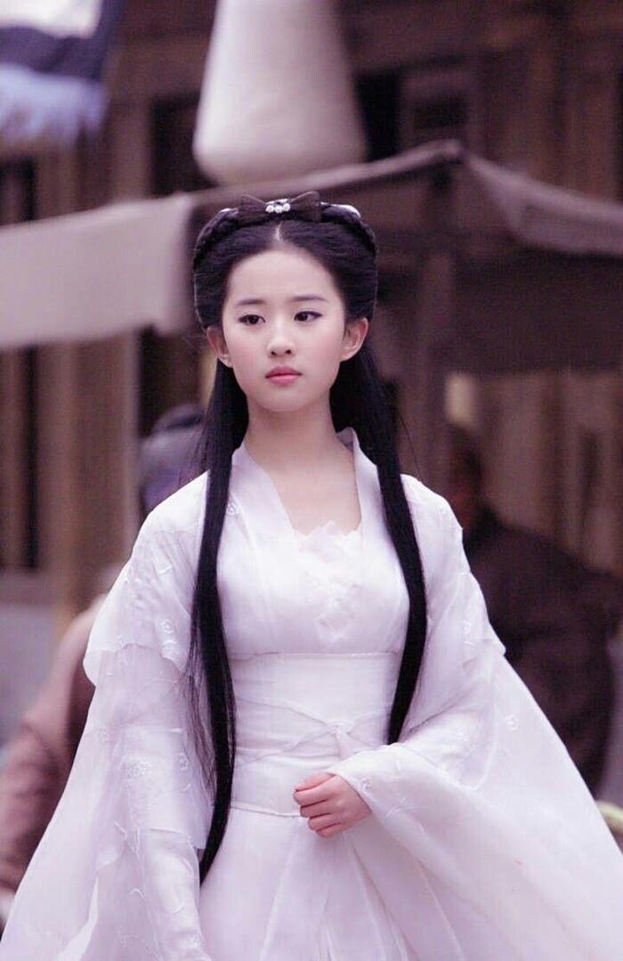 Ba nữ nghệ sĩ trẻ nổi tiếng nhất của trường Bắc Ảnh: Lưu Diệc Phi nổi tiếng khi còn trẻ, Trịnh Sảng trở thành 'Nữ hoàng top tìm kiếm' - Ảnh 3