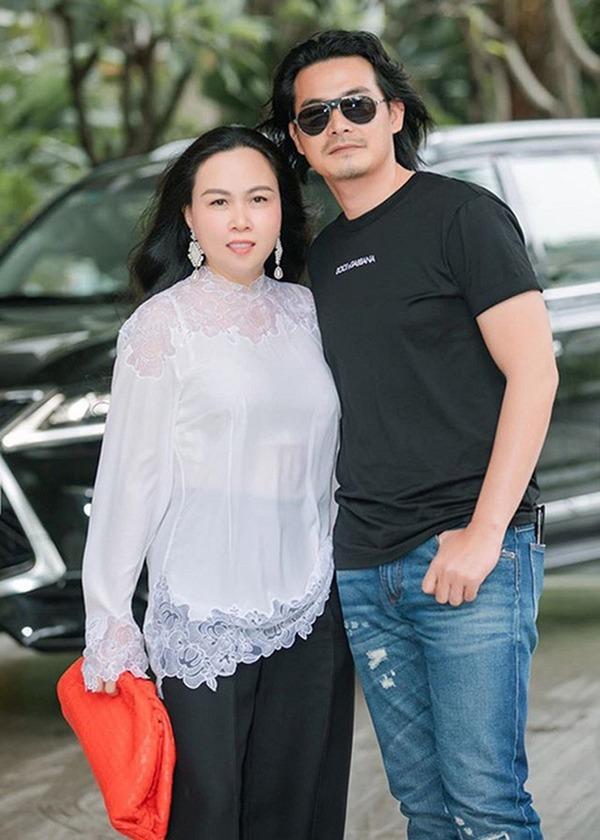 Cùng mang bầu với chồng kém tuổi: Phượng Chanel thon gọn khó tin, Lê Phương thì trái ngược - Ảnh 7