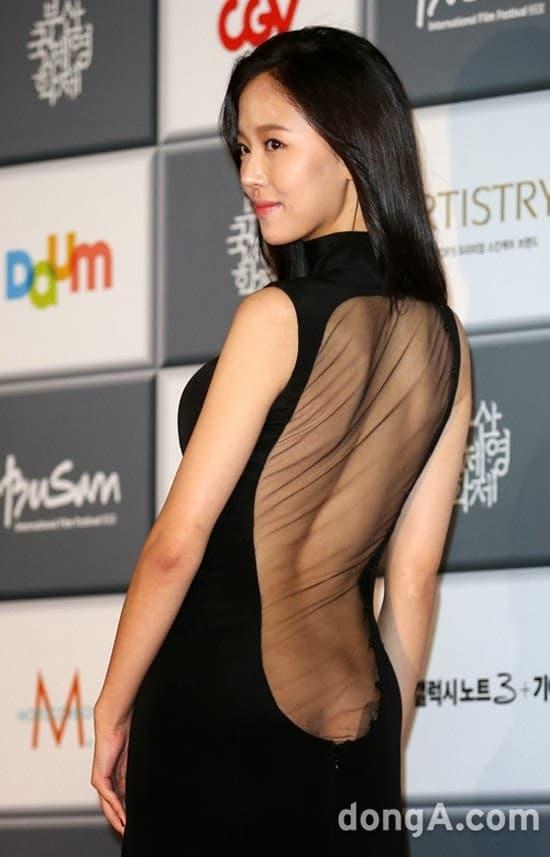 Những màn hở bạo tại lễ trao giải đi vào lịch sử showbiz Hàn - Ảnh 9