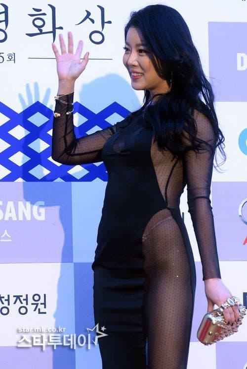 Những màn hở bạo tại lễ trao giải đi vào lịch sử showbiz Hàn - Ảnh 11