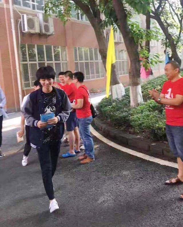 'Thần đồng diễn xuất' Trương Tử Phong bị tố có chút tiếng đã mắc bệnh ngôi sao - Ảnh 11