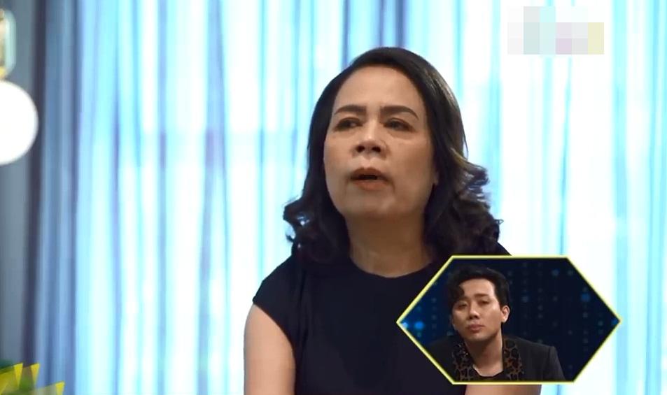 Mẹ Hương Giang khóc lạc giọng: 'Con tôi không bình thường, tôi chỉ cần người chăm sóc nó' - Ảnh 1
