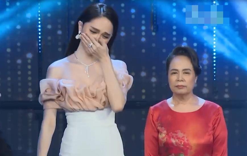 Mẹ Hương Giang khóc lạc giọng: 'Con tôi không bình thường, tôi chỉ cần người chăm sóc nó' - Ảnh 3