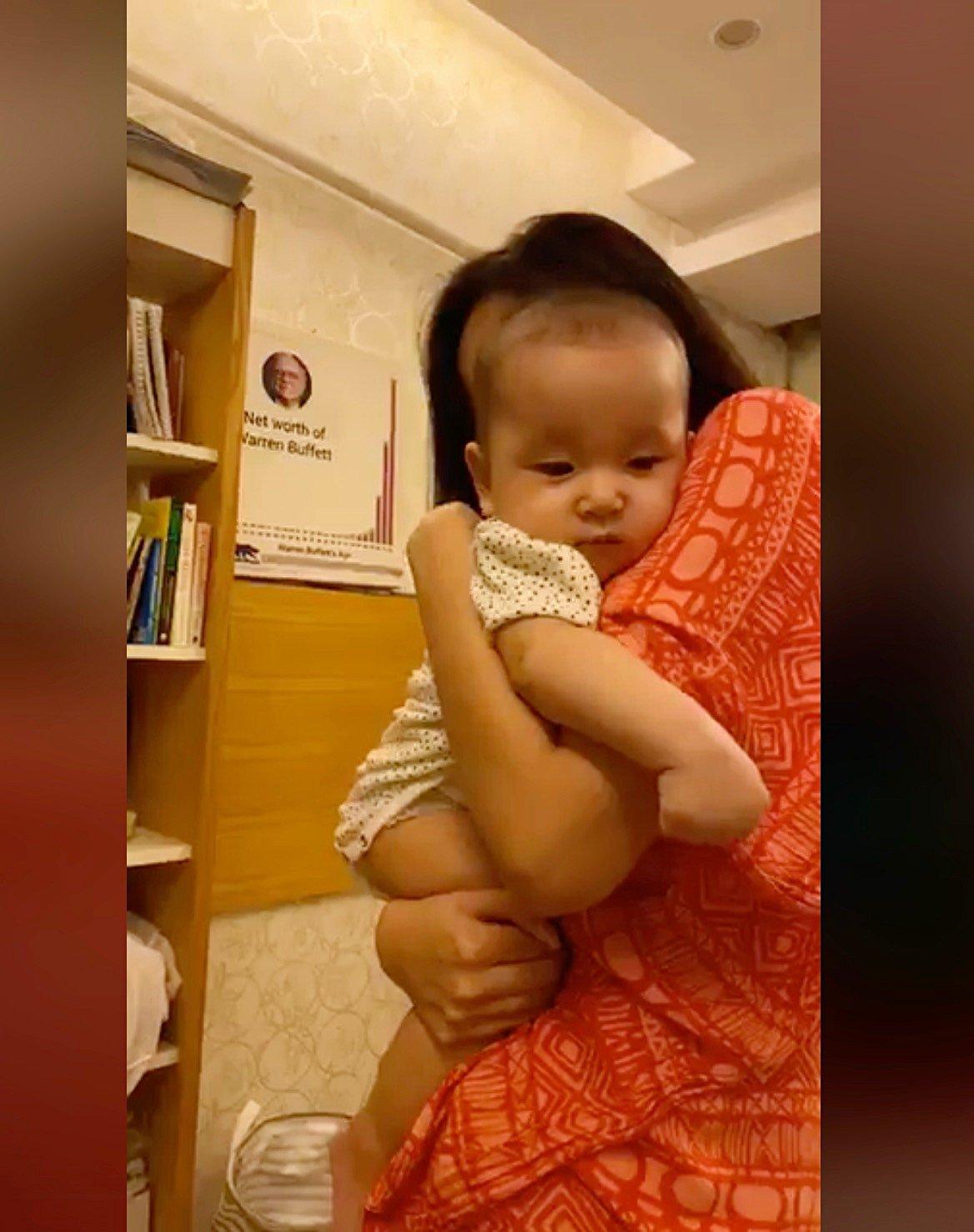 Bé gái 7 tháng tuổi khiến HH Mai Phương Thuý cũng lu mờ, 30 phút hút nghìn người hâm mộ - Ảnh 3
