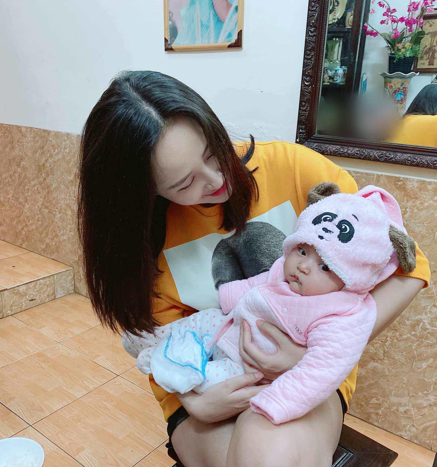 Bé gái 7 tháng tuổi khiến HH Mai Phương Thuý cũng lu mờ, 30 phút hút nghìn người hâm mộ - Ảnh 7