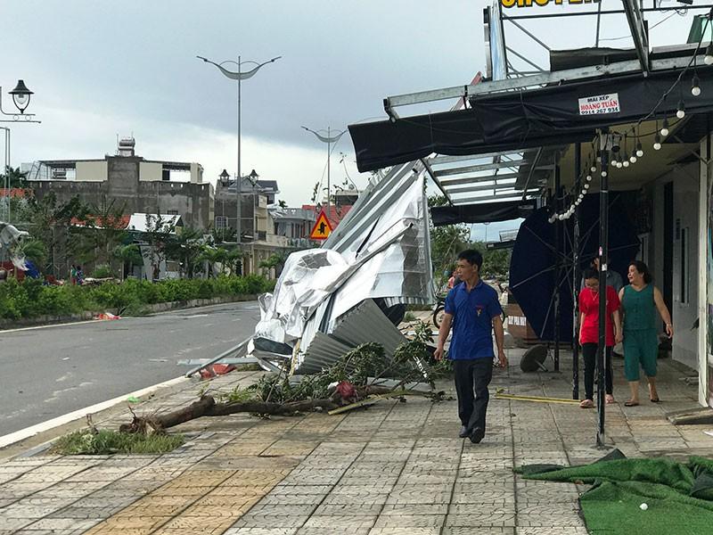 Quảng Nam, Quảng Ngãi tan hoang sau bão số 9 - Ảnh 2