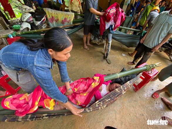 NÓNG: Những hình ảnh đầu tiên của nạn nhân vụ sạt lở ở Trà Leng - Ảnh 10