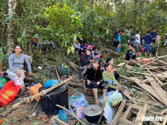 NÓNG: Những hình ảnh đầu tiên của nạn nhân vụ sạt lở ở Trà Leng - Ảnh 11
