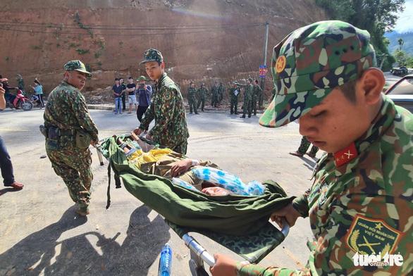 NÓNG: Những hình ảnh đầu tiên của nạn nhân vụ sạt lở ở Trà Leng - Ảnh 2