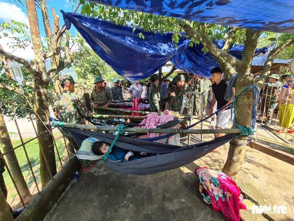 NÓNG: Những hình ảnh đầu tiên của nạn nhân vụ sạt lở ở Trà Leng - Ảnh 4
