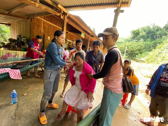 NÓNG: Những hình ảnh đầu tiên của nạn nhân vụ sạt lở ở Trà Leng - Ảnh 9