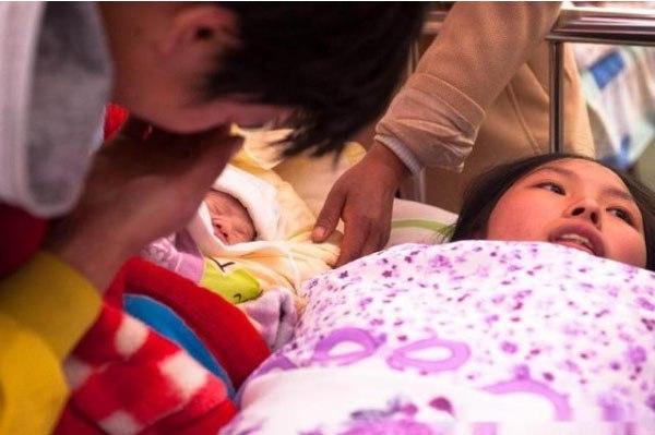 Nửa đêm đau bụng nhập viện, cô gái ngơ ngác khi nam bác sĩ hét: 'Mau cởi quần ra!' - Ảnh 2