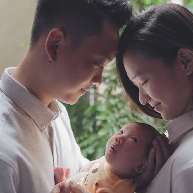Con gái JustaTee ngày càng 'mặn mà' đáng yêu, không hổ danh 'em bé vàng trong làng meme' - Ảnh 2