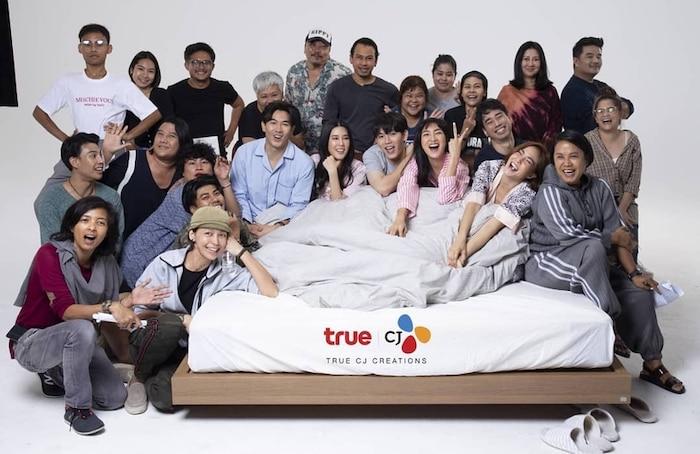 5 cặp đôi 'phi công trẻ lái máy bay bà già' mới trên màn ảnh Thái Lan năm 2020 - 2021 - Ảnh 4
